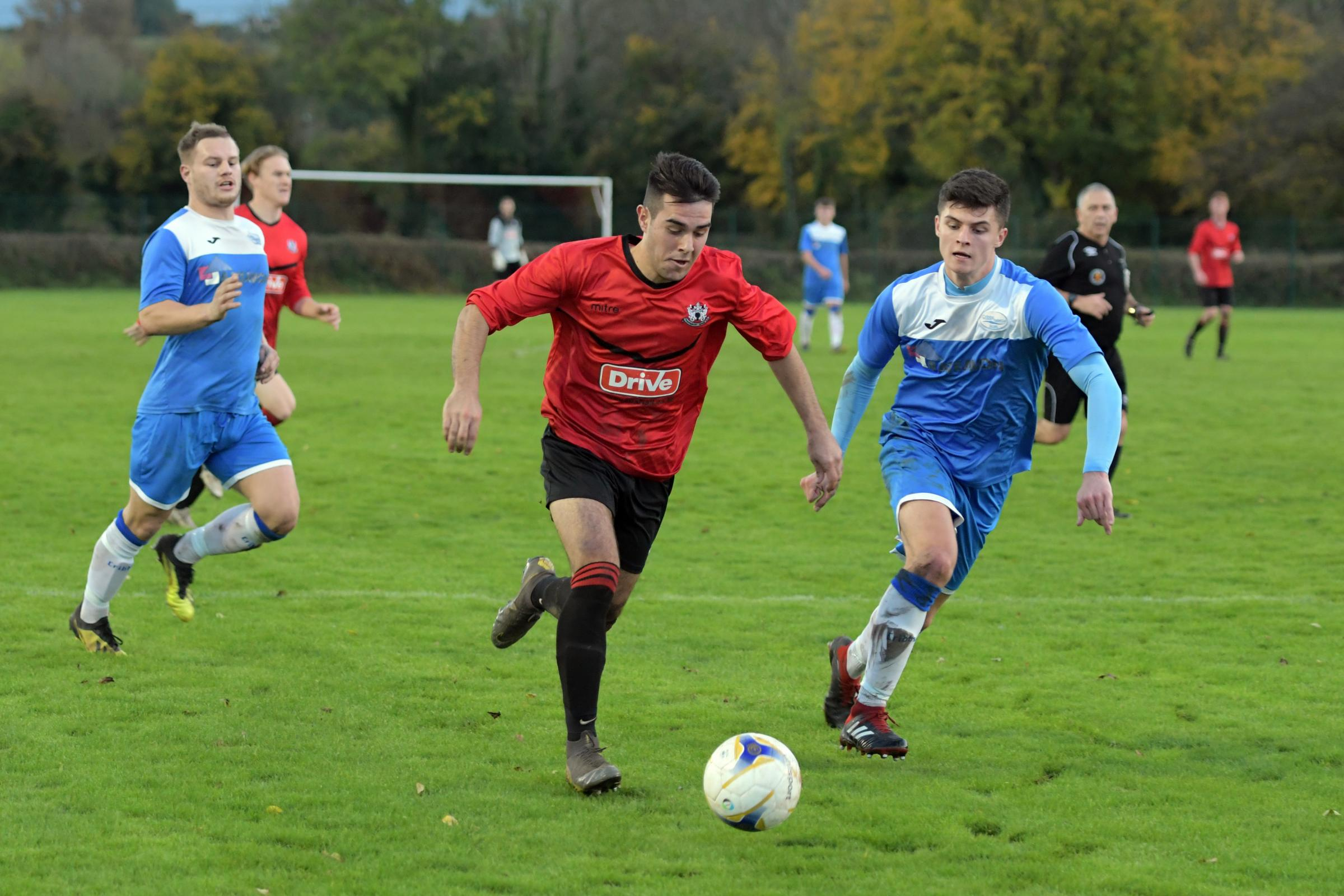 FOOTBALL: In-form Thornbury give Wellington the boot - South Cotswolds Gazette
