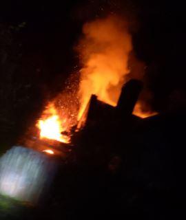 PHOTOS as firefighters tackle blaze at Thornbury Castle lodge - South Cotswolds Gazette
