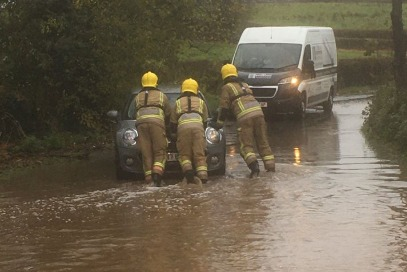Thornbury firefighters 'wade in' to help car stuck in flood - South Cotswolds Gazette