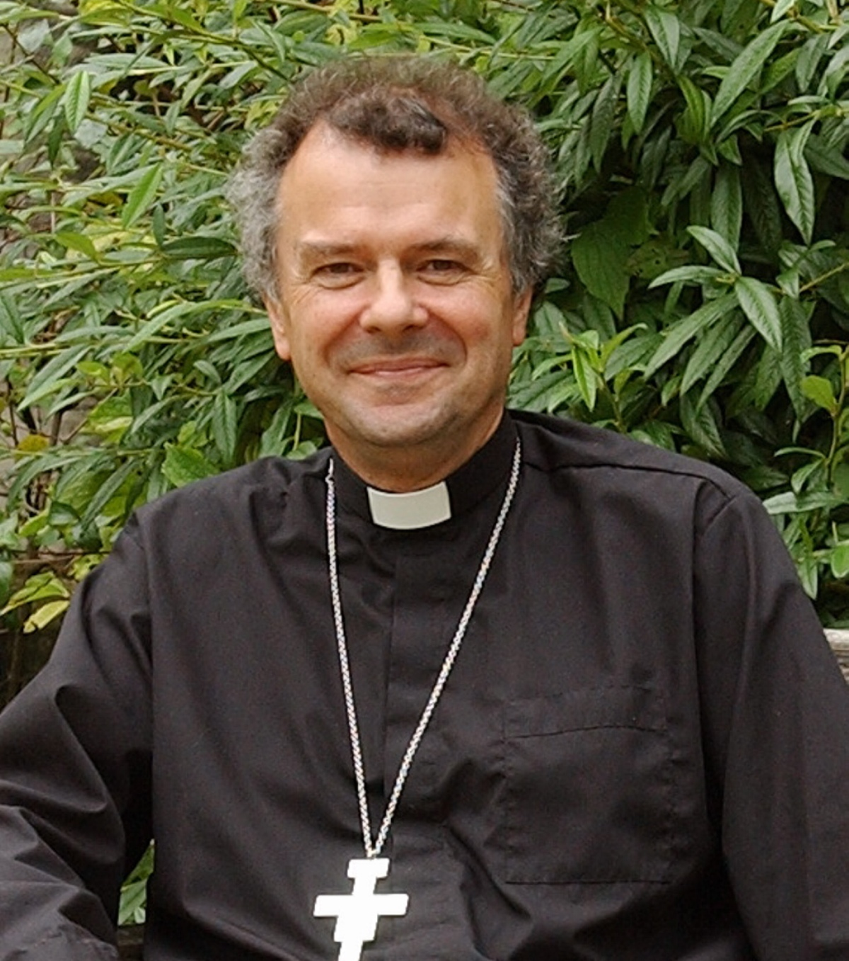 Bishop of Gloucester resigns