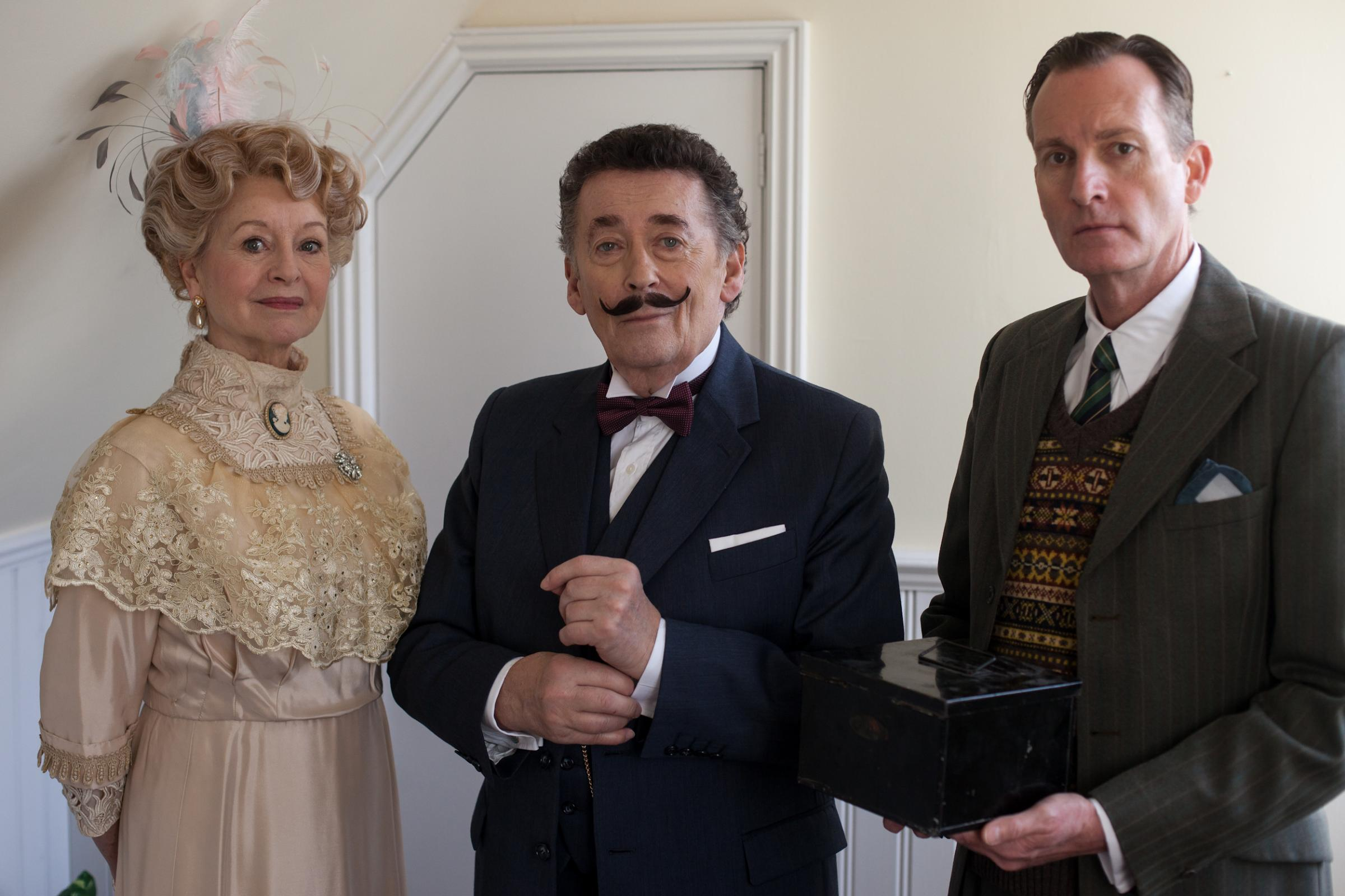 Liza Goddard, Robert Powell and Robin McCallum star in Black Coffee (3526426)