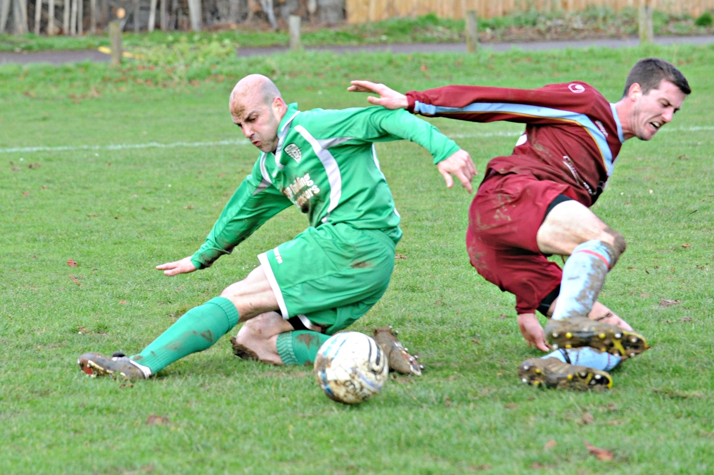 Football: Cam Bulldogs let two-goal lead slip against title rivals Broadwell Amateurs