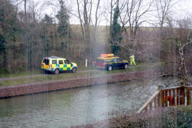 Emergency crews at Gloucester and Sharpness Canal recovering the bodies of the two men (8054694)
