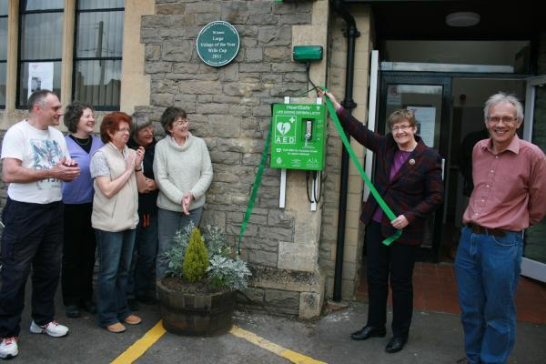 Fundraisers unveil Alveston's first defibrillator to help people having cardiac arrests