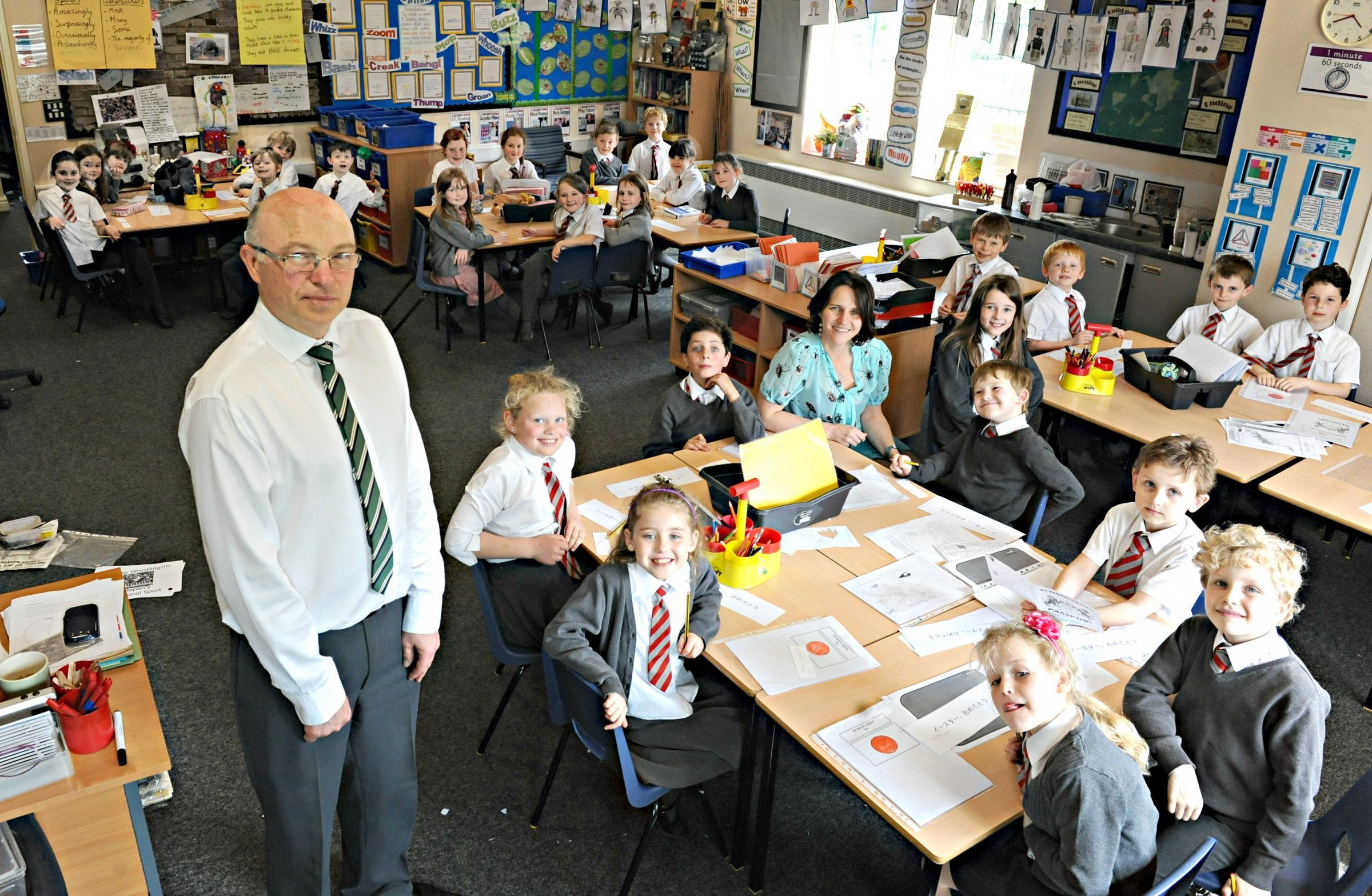 Head teacher at Almondsbury Primary School Paul Smith with one of his classes happy at their good Ofsted report (5035328)