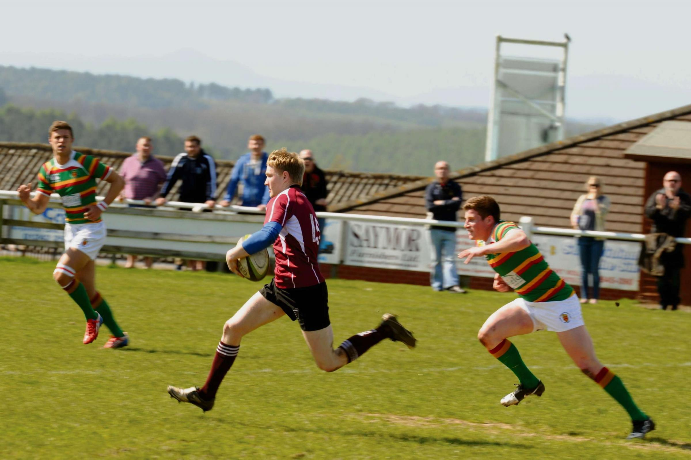 Ed Sheldon ripping through the Northumberland defence in the only attack of note Gloucestershire made in the first half