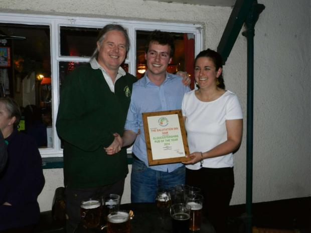 CAMRA of Gloucestershire chairman Andy Frape handing Peter and Claire Tiley their best pub in Gloucestershire award for the Salutation Inn (5634168)