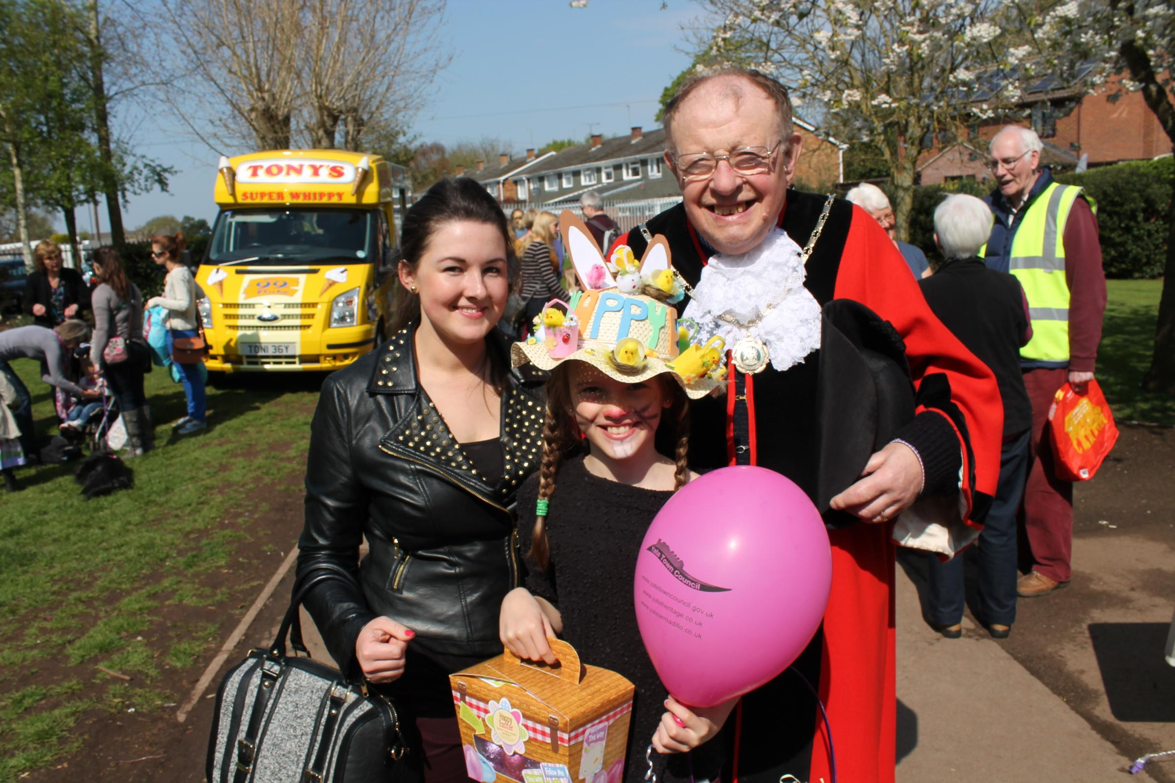 Lauren Wixon and her sister Alesha Hendy with Yate mayor Cllr Wully Perks at the Easter event in Kingsgate Park
