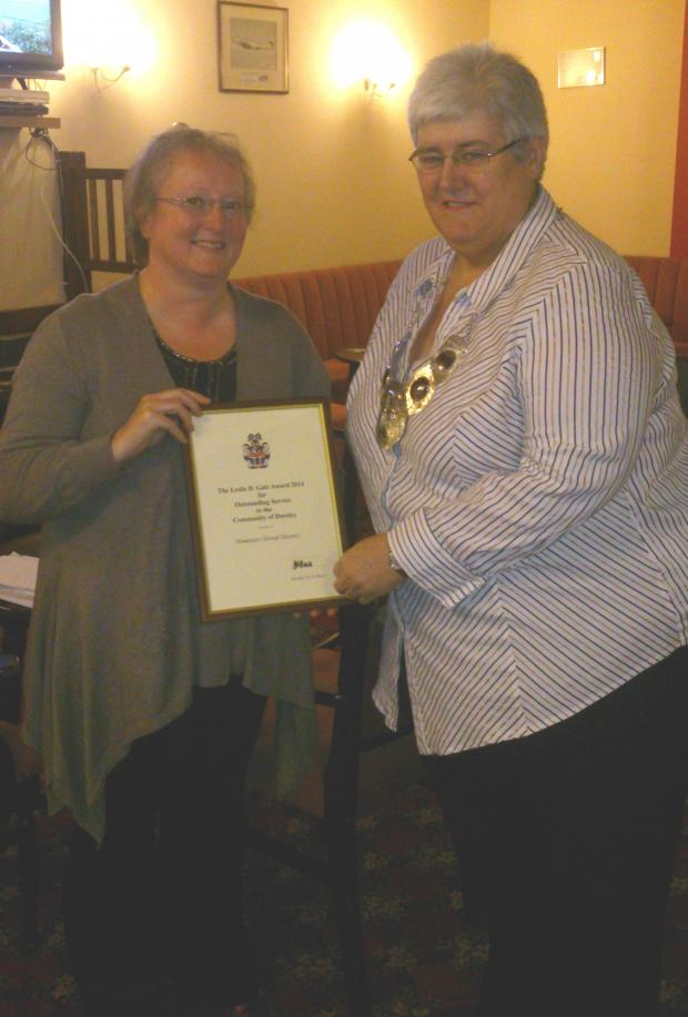 Gazette Series: Home-Start co-ordinator Angela Lovegrove receives this year's Leslie D Gale award from Dursley Mayor, Cllr Jane Ball (5960554)