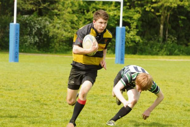 Alfie Richardson on his way to his second try