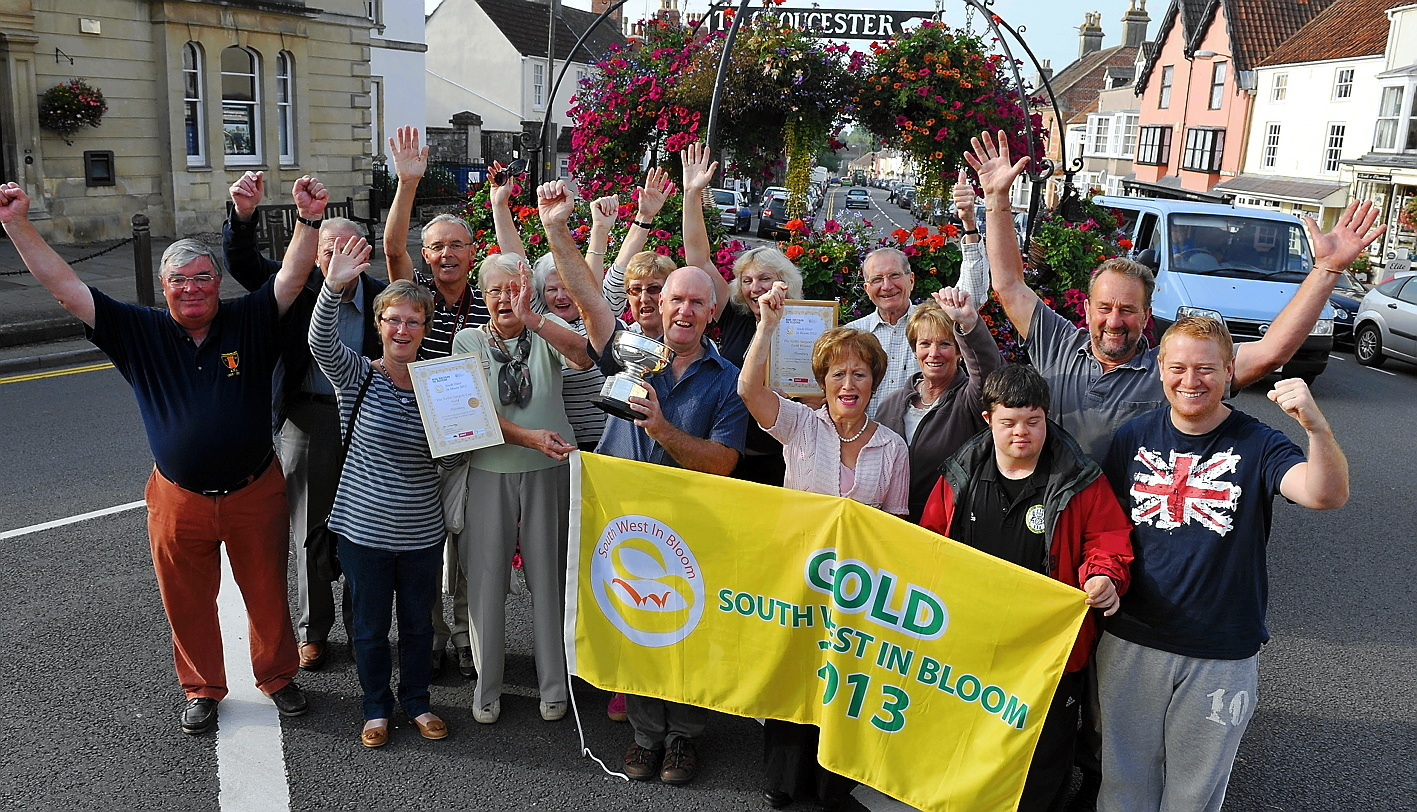 Thornbury in Bloom team ans supporters celebrate their 2013 Gold success  GSR1290H13 (7251434)