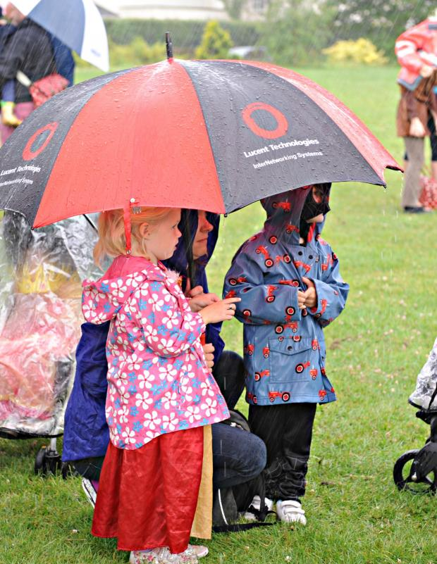Gazette Series: SR_122_001     Sheltering out of the heavy downpour at the the start of the Thornbury Carnival parade on Saturday (7928844)