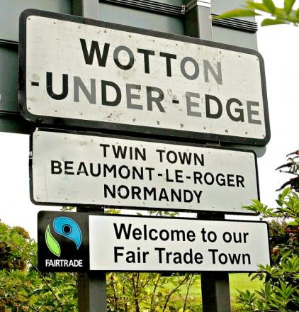 Wotton in Bloom Committee pay thanks to their town for its generosity