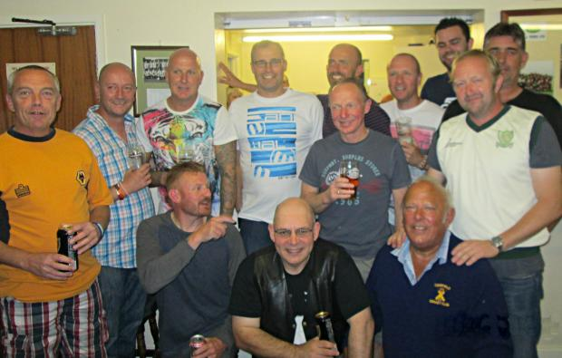 Del Gannon XI – Back Row: Rob Burner, Mark Young, Matt Hutley, Nick Terrett, Sean Dix, Andy Nash, Simon Hutley (12th man); middle: Nick Bennett (yellow shirt), Tim Carter, Mike Colborn (jnr); front row: Chas Walwin, Terry Webb (captain), Tony Gannon