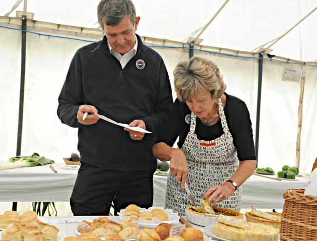 earching for a soggy bottom are Pam and Mike Bendry at last year's Hawkesbury Horticultural Show