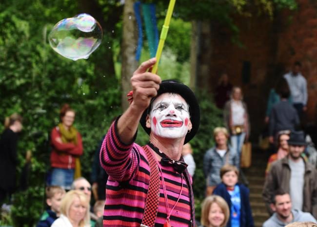 Circus Frantix at Nailsworth Festival